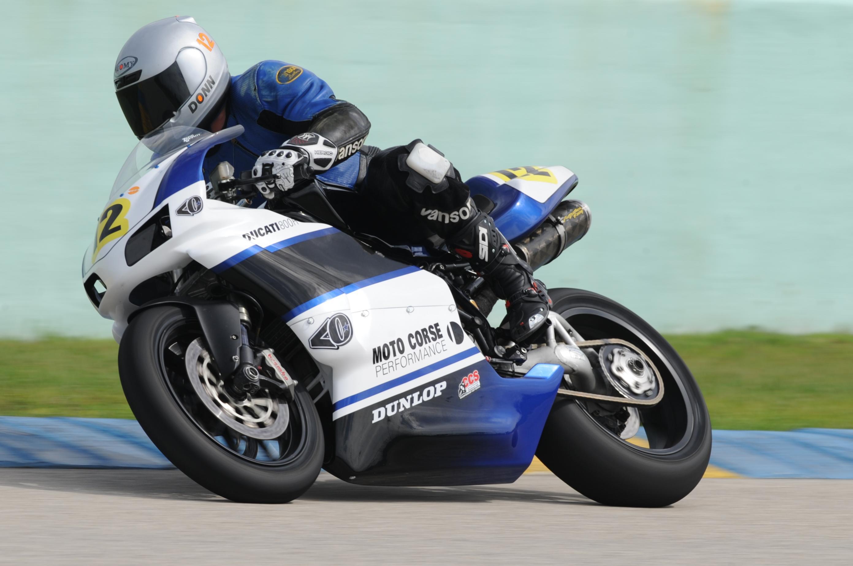 Ducati Deux soupapes - Page 6 97701d1316225795-monster-1100-evo-track-012-01-