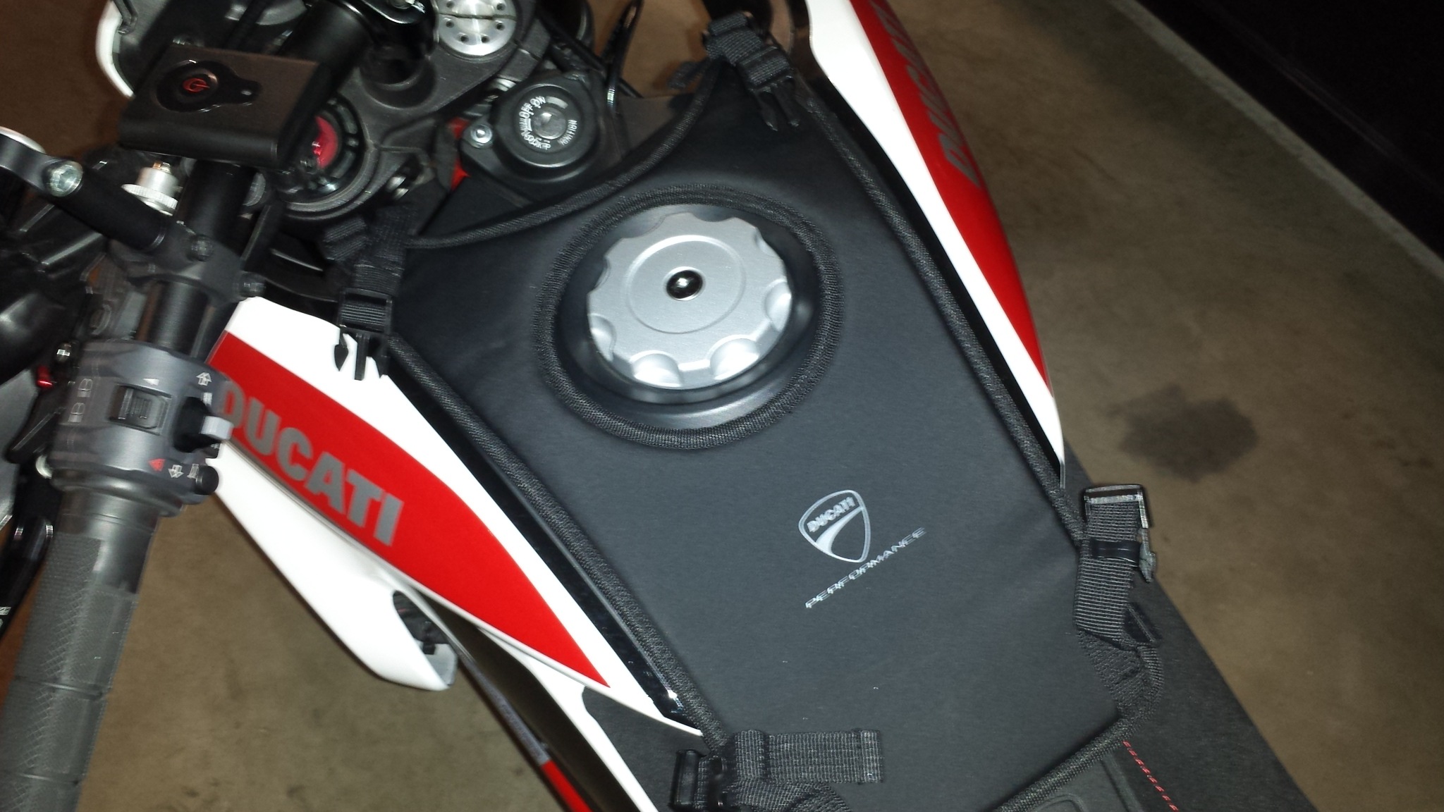 Ducati Tank Bag on Hyper SP - Ducati ms - The Ultimate