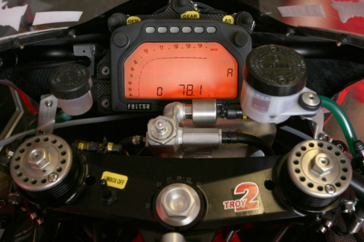 http://www.ducati.ms/forums/attachments/superbikes/105573d1329656001-has-anybody-seen-carbon-dash-surrounding-749-999-294622.jpg