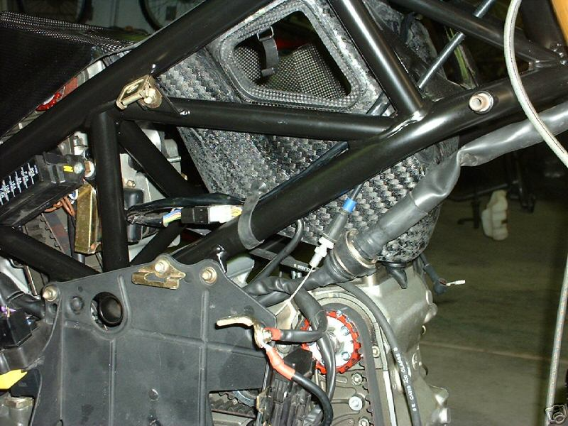 748R chip in shower injected 996-airbox_cf_evr-748-996-2.jpg