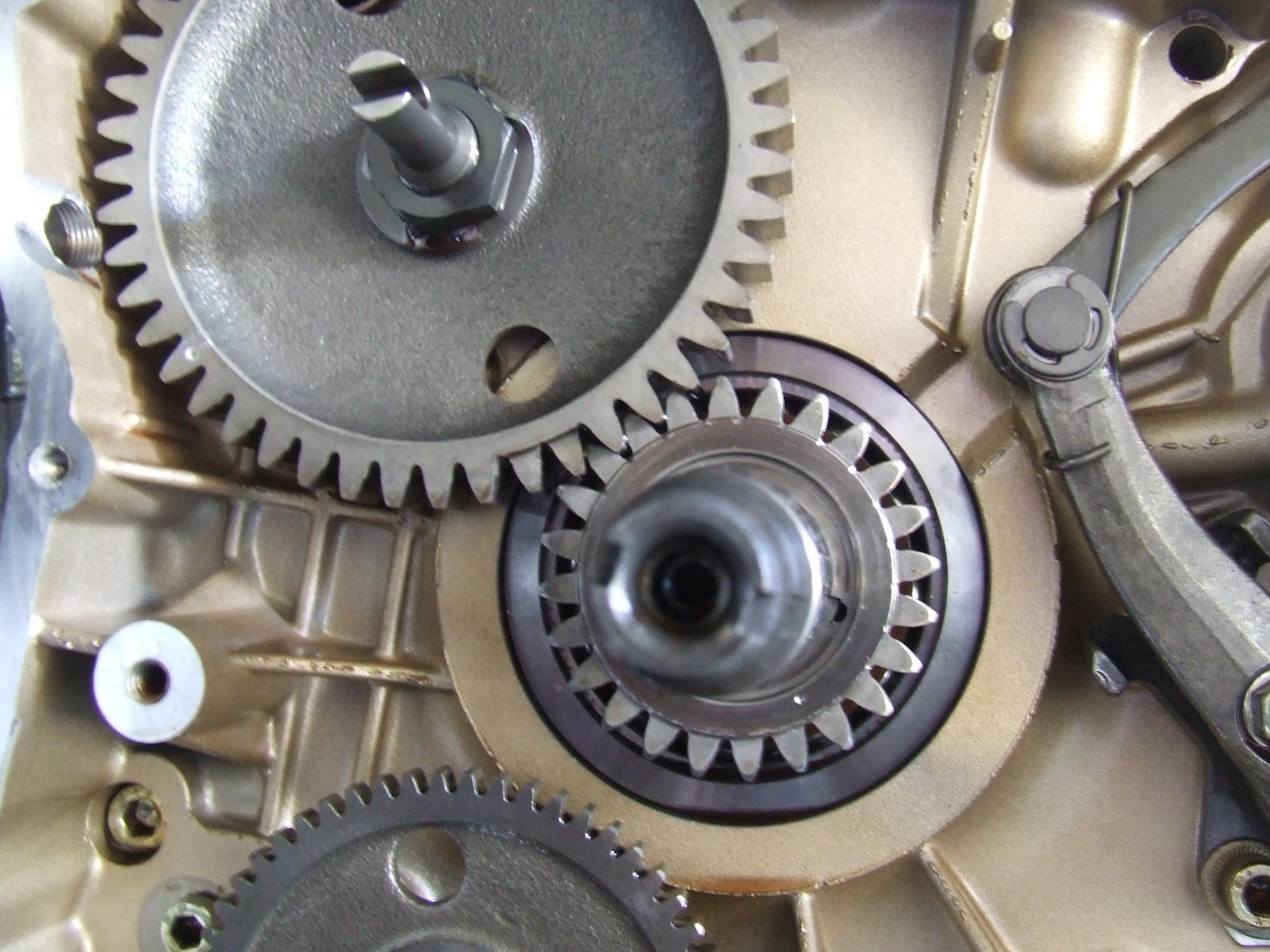 1999-2000 flywheel/alternator rotor retaining nut problem - ducati
