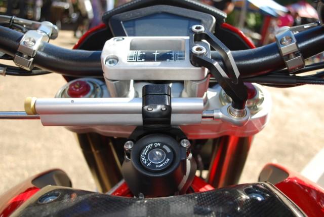 Cross Mounted Ohlins Steering Damper for 696/796/1100-kyle-20ohlins-20damper-20kit-20006-20large-20web-20view.jpg