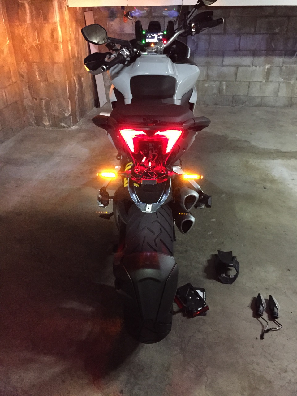 http://www.ducati.ms/forums/attachments/multistrada/569841d1435460991-have-you-installed-led-rear-indicators-2015-dvt-led-lights-6.jpg