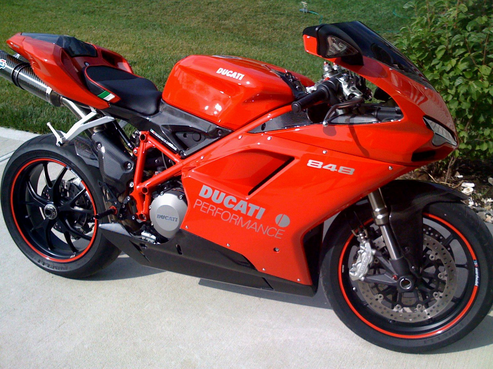 35738d1218998031-how-bout-848-bike-month-new-duc-pics-049.jpg